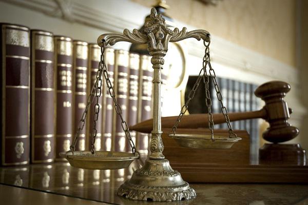 waga reprezentująca prawo